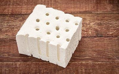Trozo de latex 100% natural utilizado como material de colchones