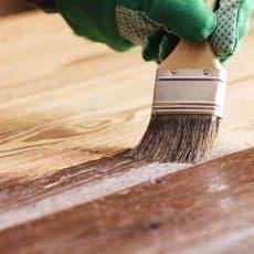 Pintar palets de madera con brocha