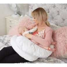 Utilizacion de cojin de lactancia para dar el pecho al bebe