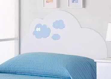 precioso cabecero con detalles de nubes en color azul
